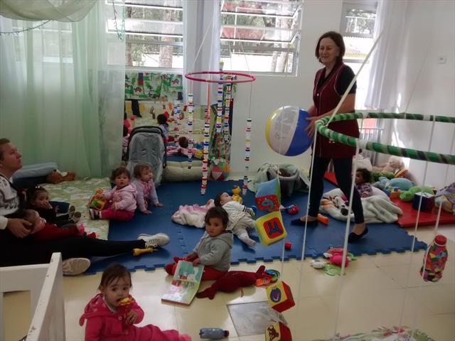 Berçário I - Brincar com alegria e cuidado.