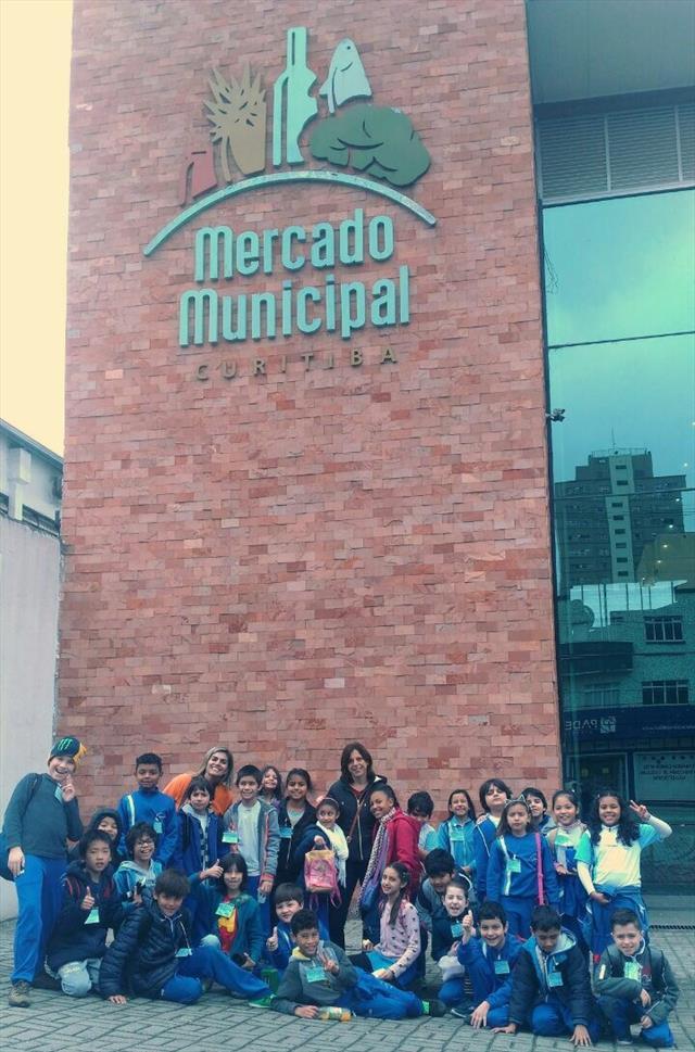 Aula de Campo no Mercado Municipal - E.M. Batel