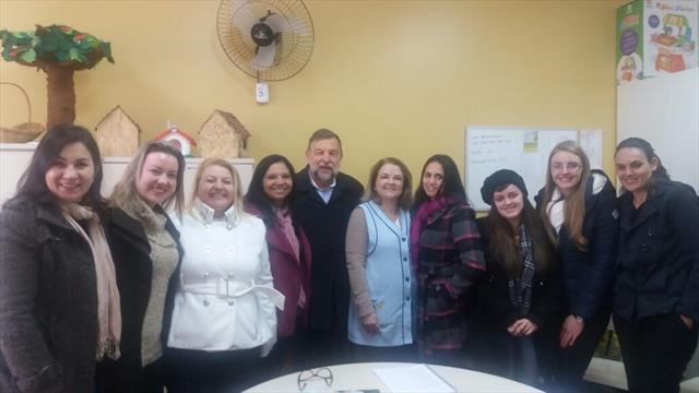 CMEI recebe alunos de pedagogia e o professor Flávio Arns