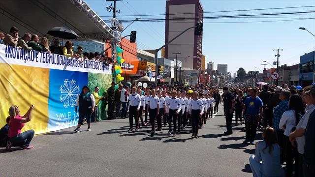 Desfile Cívico da Guarda Mirim no Pinheirinho