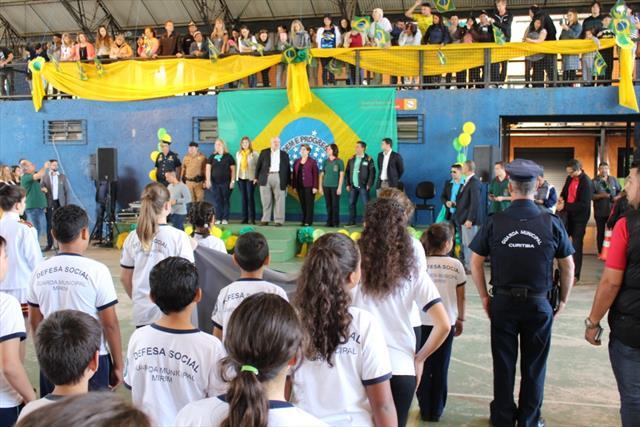 Momento Cívico em Santa Felicidade reúne em torno de 450 pessoas