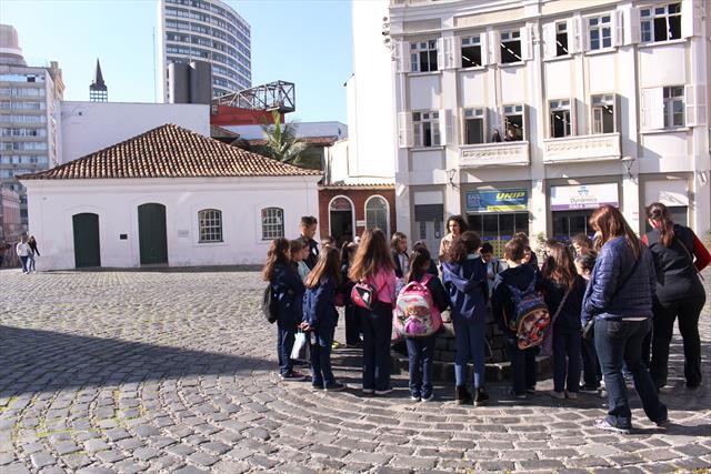 Estudantes  tem Aula de Campo no Memorial de Curitiba