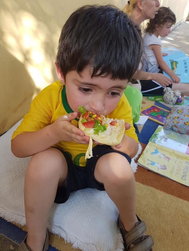 O CMEIS CARAMURU com suas servidoras montaram o projeto Bonecas de Pano Caramuru tendo em vista a necessidade de brinquedos confeccionados para os maternais.