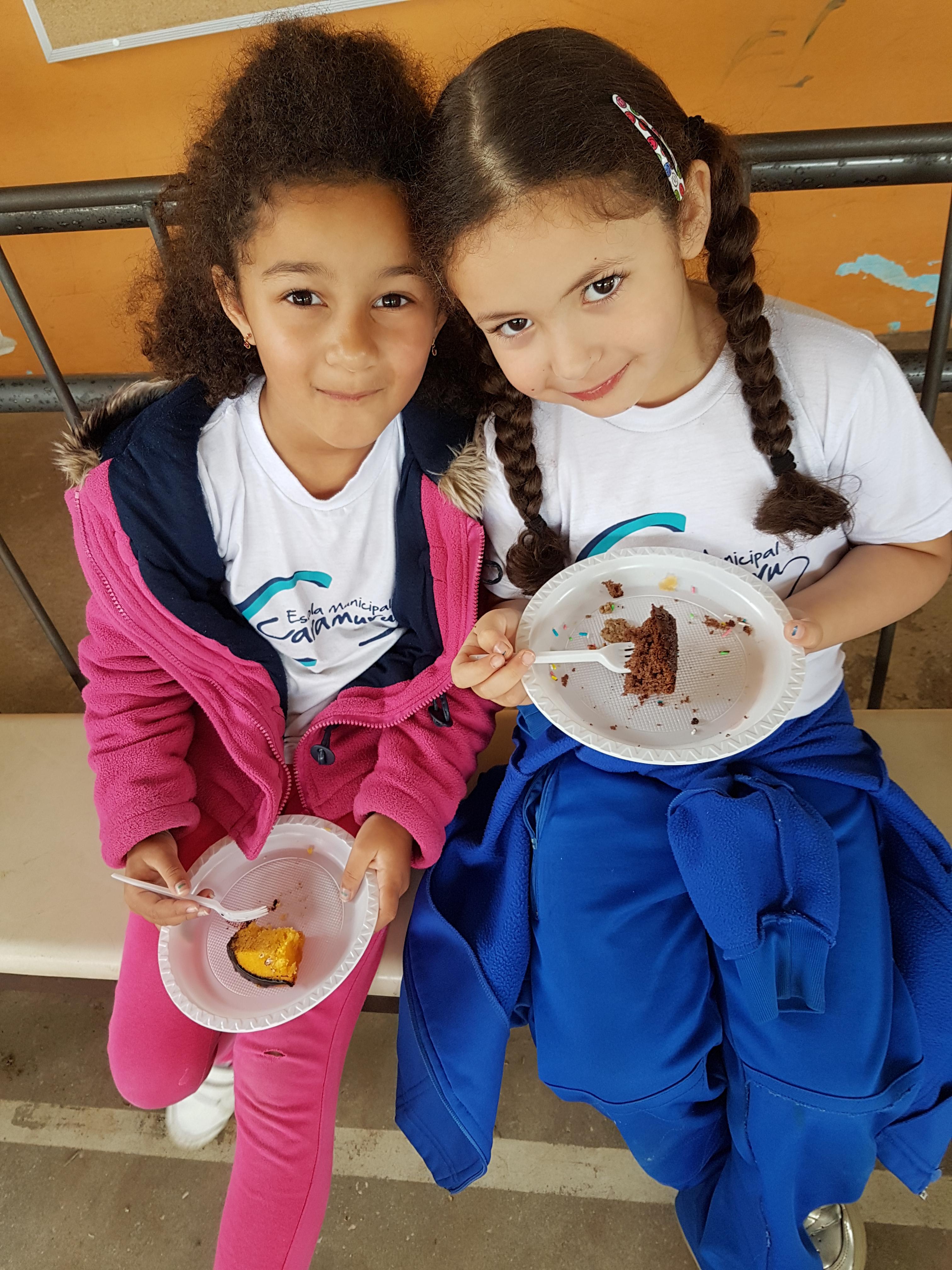 Lanche comunitário para comemorar o dia das crianças