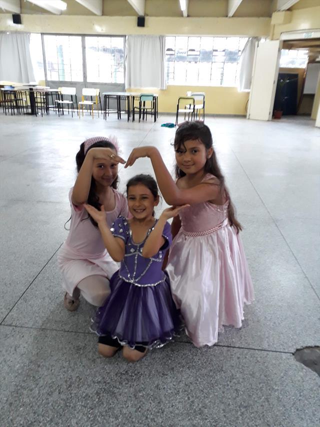 Desfile de Fantasias para comemorar o Dia das Crianças