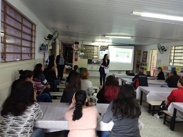 Avaliação dos Parâmetros e Indicadores de Qualidade para os Centros Municipais de Educação Infantil da Rede Municipal de Ensino de Curitiba.