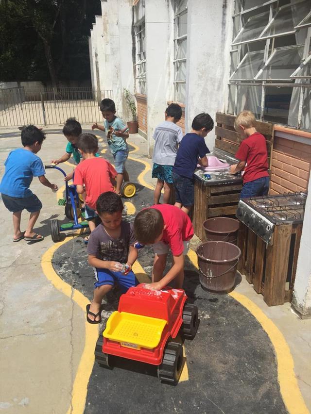 E o verão Está próximo e as crianças do PréIIA tiveram um dia de muita alegria...afinal Sol e água é  uma combinação perfeita para felicidade.