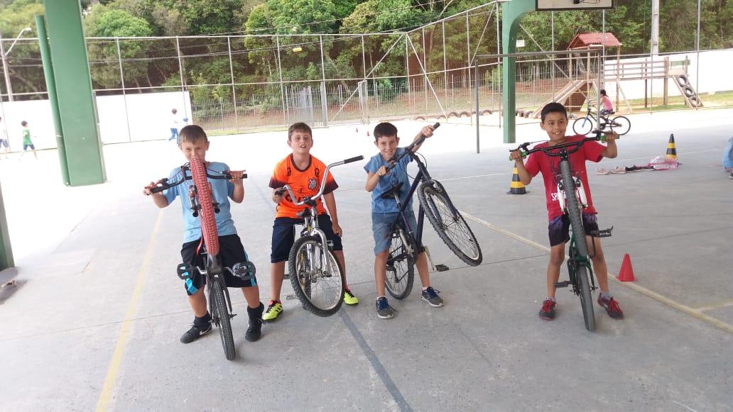 Educação Física - Atividades com Rodas -4ªano A , B e C
