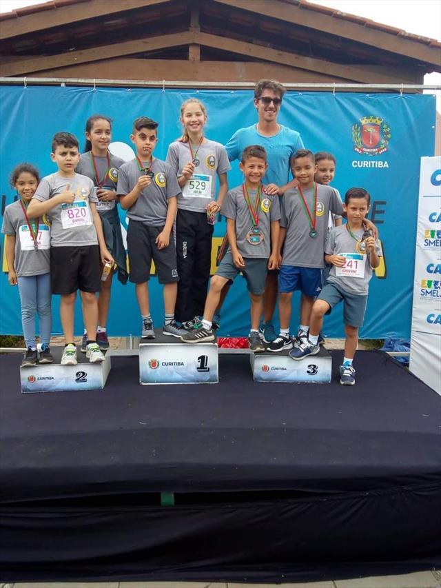 Alunos premiados na 4ª etapa dp Circuito Infantil de Rua de Curitiba