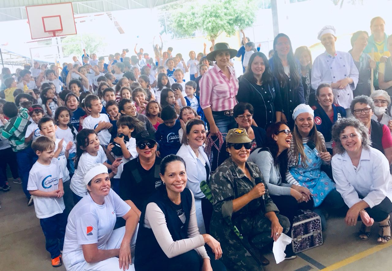 Desfile e apresentação dos estudantes da manhã
