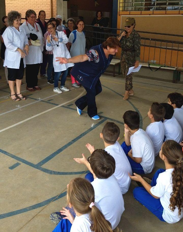 Professora Rosana representando as professoras