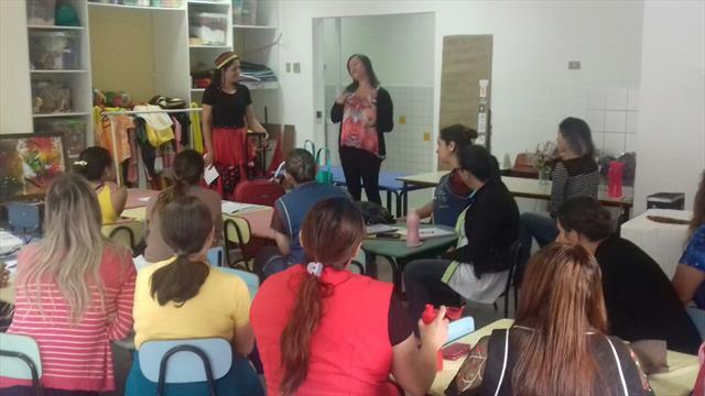 A pedagoga começa apresentando a magia do Maternal