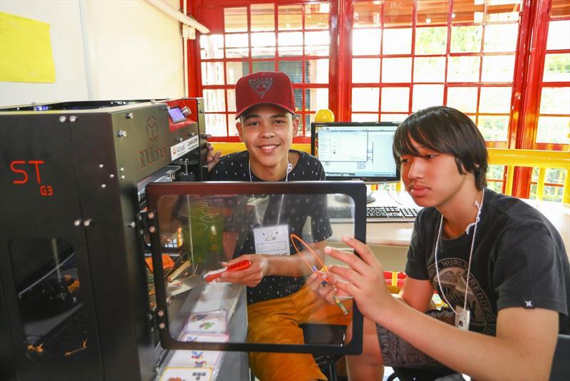 Estudantes criam jogos digitais e protótipos no Farol do Saber e Inovação