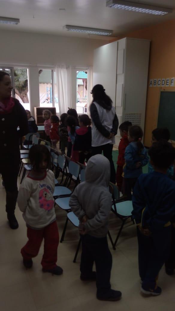 Dança da cadeira, brincadeira de sucesso entre as crianças