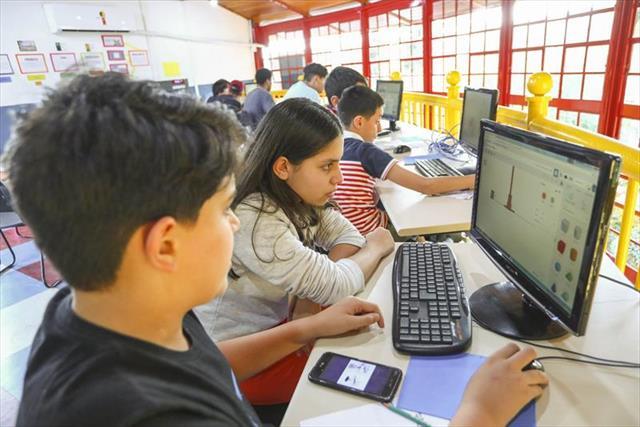 Estudantes criam jogos digitais e protótipos em Farol do Saber e Inovação