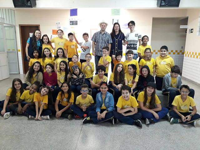 Escritor e poeta curitibano em visita a Escola Municipal Professor Ricardo Krieger