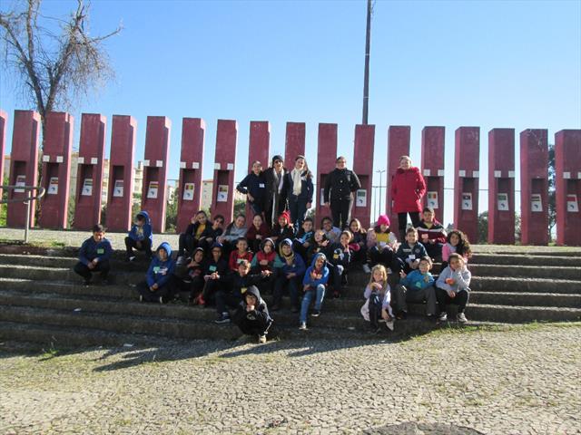 5º ano B visita praça Zumbi dos Palmares