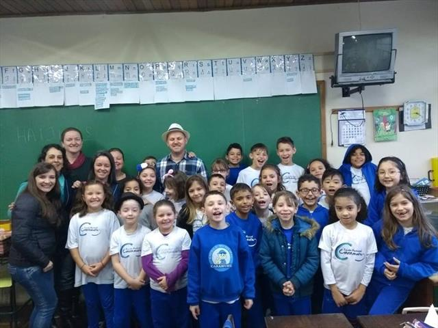 Poeta Álvaro Posselt Participa de Oficina na Escola Caramuru