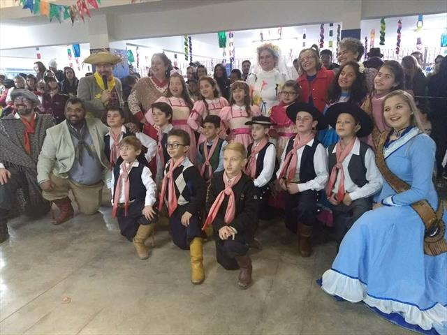 Escolas Celebram as Festas Juninas