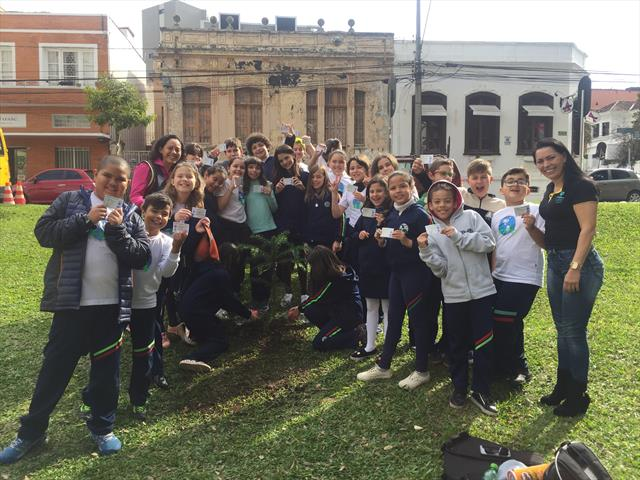 Estudantes da E.M. Dom Manuel da Silveira D´Elboux deixam sua marca na história de Curitiba