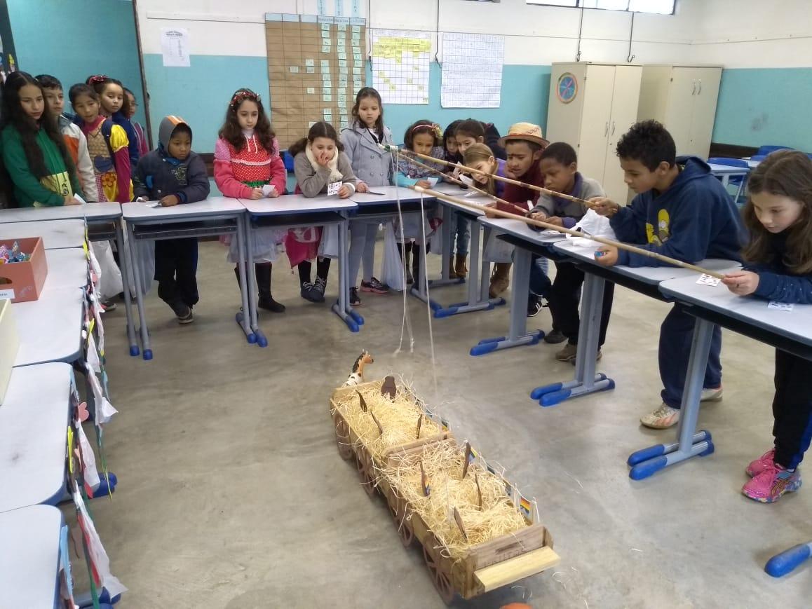 Escola realiza Festa Junina Temática