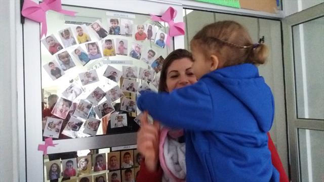 Criança se reconhecendo