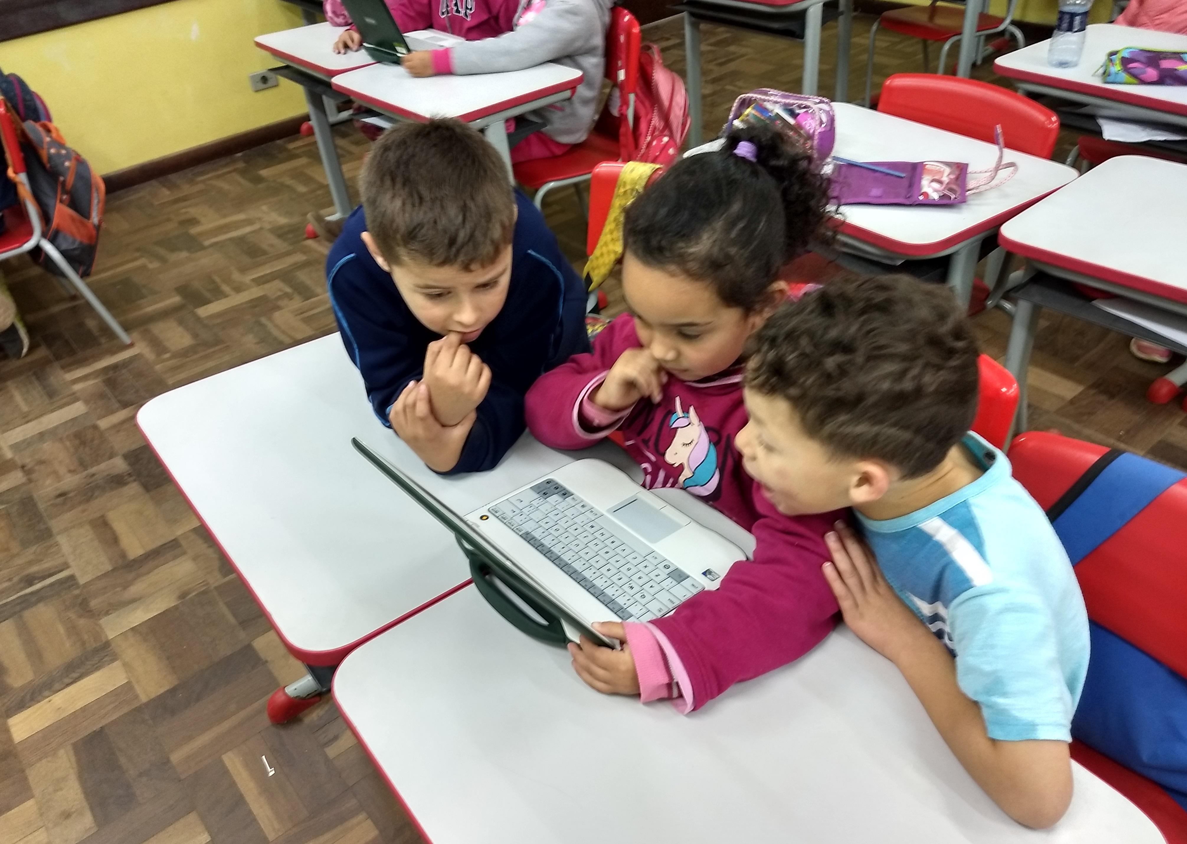 alunos utilizando os nets