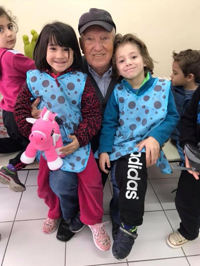* Nossos ajudantes do dia com nosso amigo Toninho