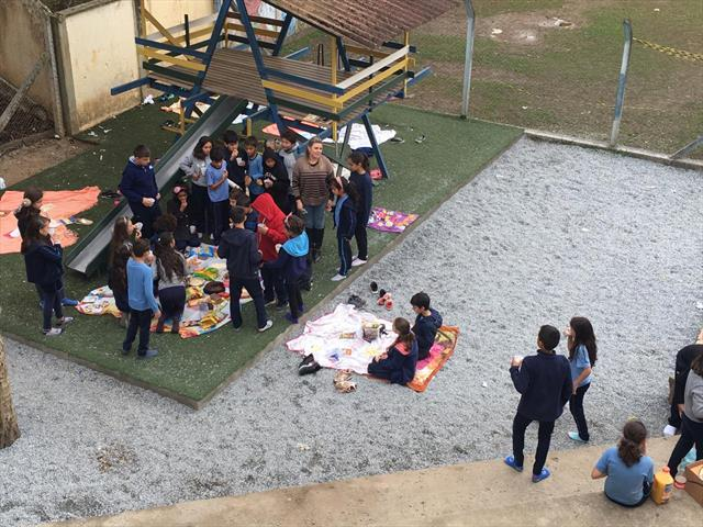 Piquenique com leitura com a turma do 5º ano A