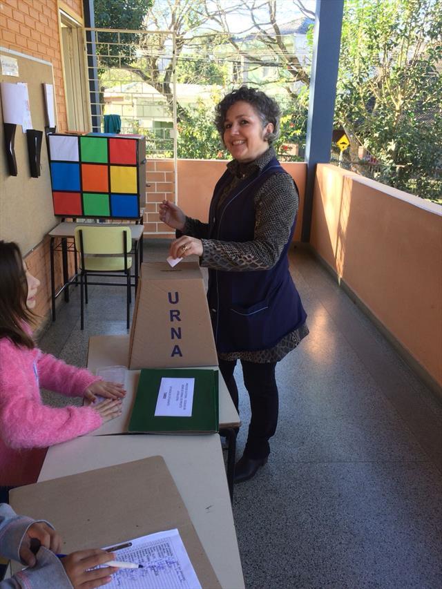 Eleições para escolha do nome do jornal na escola