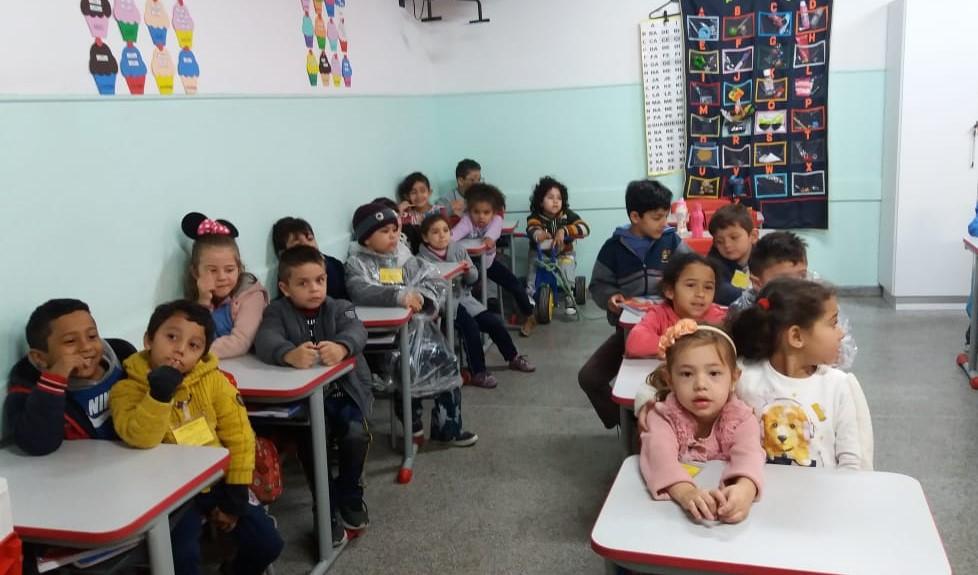 Crianças do Pré II visitam Escola Ditmar Brephol