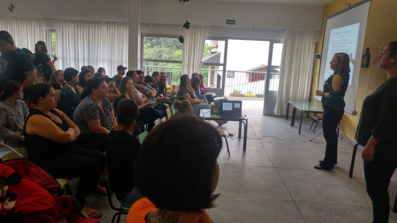 Na manhã deste sábado, aconteceu em nossos CMEIS a reunião com toda a comunidade escolar sobre o PIQ - Parâmetros Indicadores de Qualidade. Trata-se de uma avaliação de caráter institucional, que envolve todas as famílias e profissionais, em suas respectivas unidades, para uma análise criteriosa de sua realidade