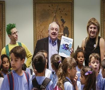 Prefeito Rafael Greca com a secretária da Educação