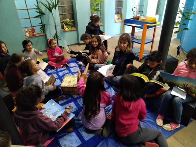 Professora da biblioteca cria espaço diferenciado