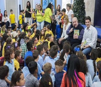 Prefeito Rafael Greca recebe visita das crianças do programa Linhas do Conhecimento. Curitiba, 11/11/2019. Foto: Valdecir Galor/SMCS
