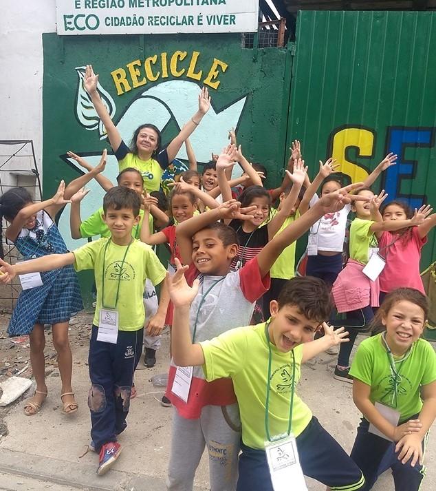 Estudantes da Escola Municipal Noely Simone de Avila conhecem Associações de Catadores