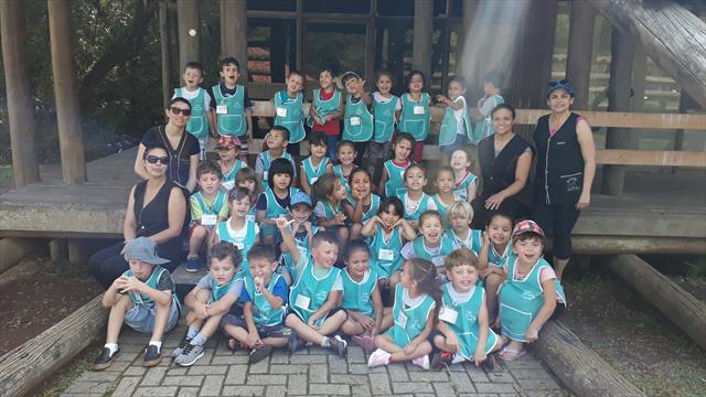 Crianças visitam o Zoológico de Curitiba