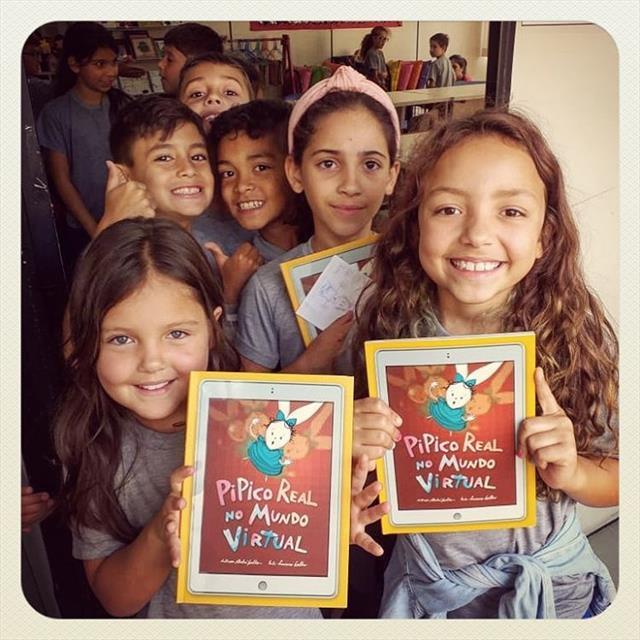 Ilustrador André Coelho apresenta seu livro para os estudantes da Escola Municipal CEI Ulysses Silveira Guimarães