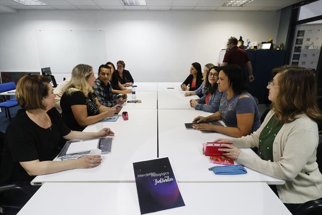 Reunião de professores que voltaram da Finlândia.