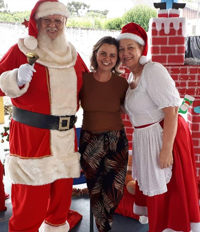 Escola prepara linda Festa de Natal para estudantes e familiares.