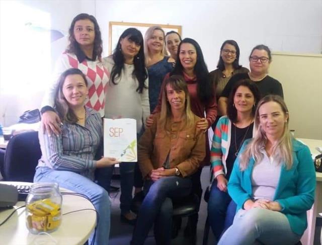 Equipe Matriz realiza estudo do caderno da SEP