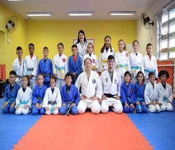 Campeão Olímpico de Judô visita projeto em escola da CIC