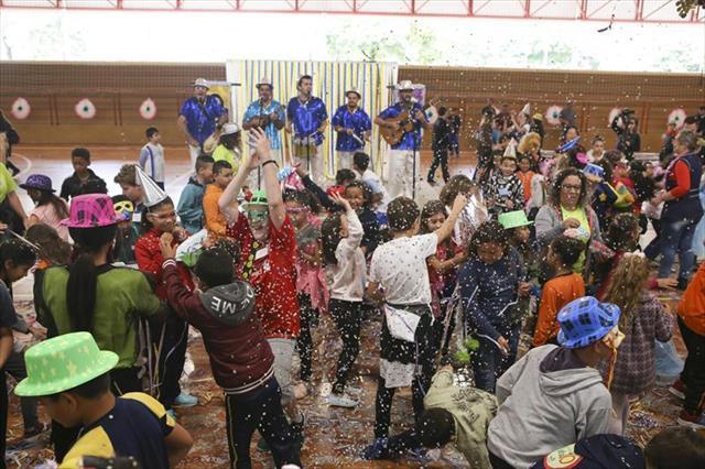 Aula de Samba para os Estudantes