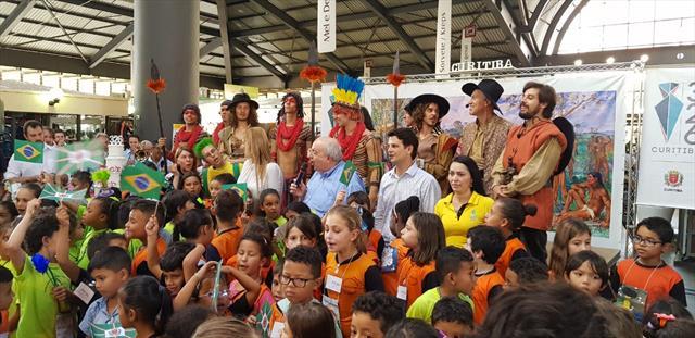 Festa e Emoção no Aniversário de Curitiba na Praça Rui Barbosa