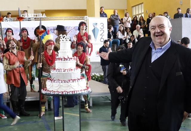 Curitiba 326 anos bem comemorados com musica e Curitibinhas felizes