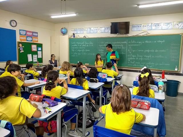 Projeto de incursões de leitura, na E. M. DONA LULA