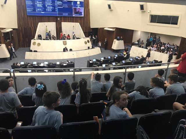 Estudantes da Escola Mirazinha Braga Participam de Aula de Campo na ALEP
