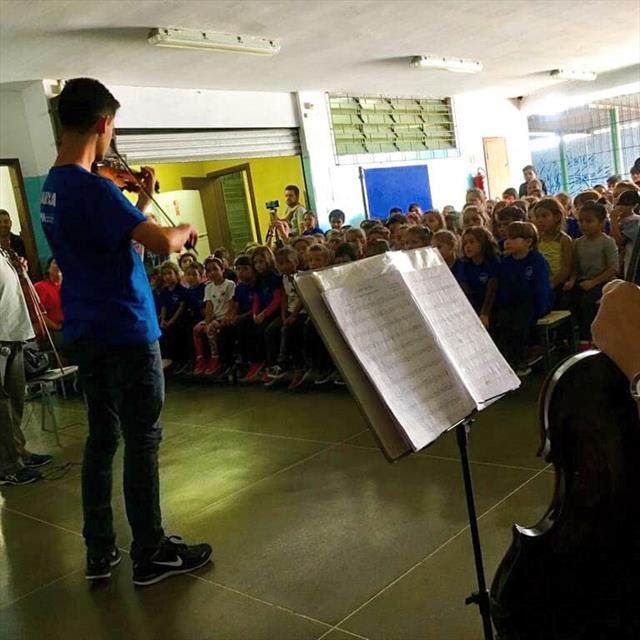 Camerata da UTFPR realiza concerto na Escola Municipal Pilarzinho