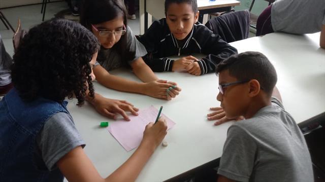 Acompanhamento de Lingua Portuguesa - Prof. Monica - construção de HQ com 5º ano