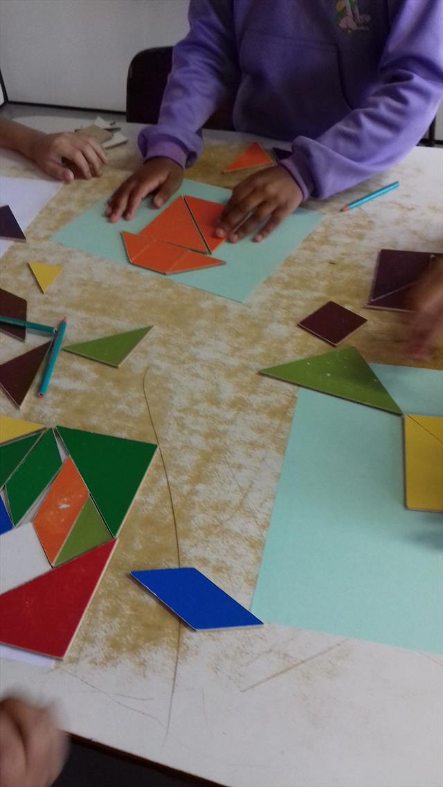 Prática Matemática - Prof. Rosangela Maria - trabalho com tangram.